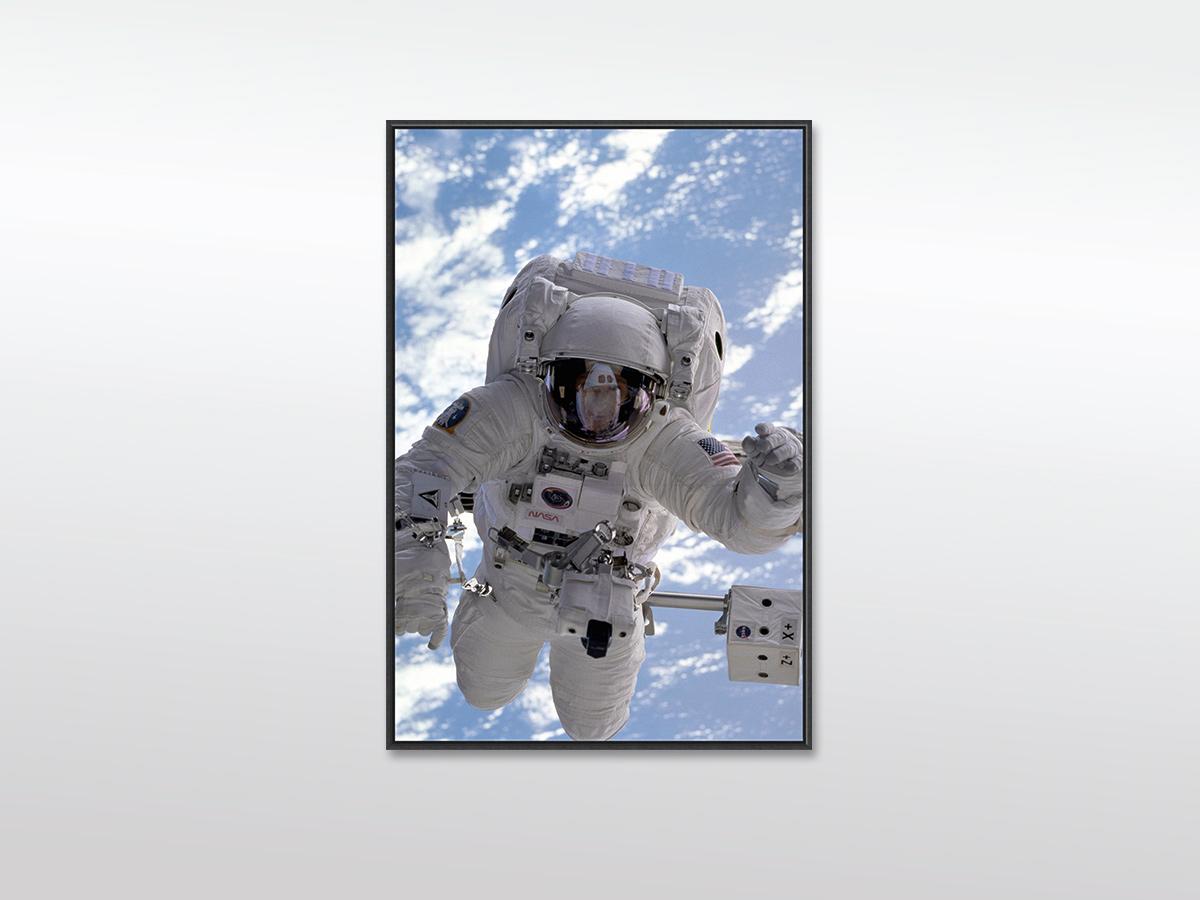 """XXL Leinwandbild """"Astronaut"""" in verschiedenen Formaten mit Holzrahmen, schwarz"""