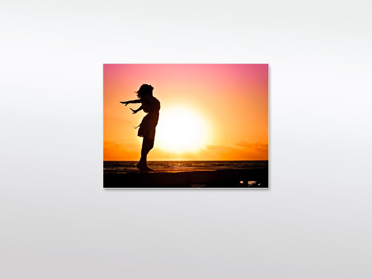 Wandbild XXL Frau mit Sonnenuntergang
