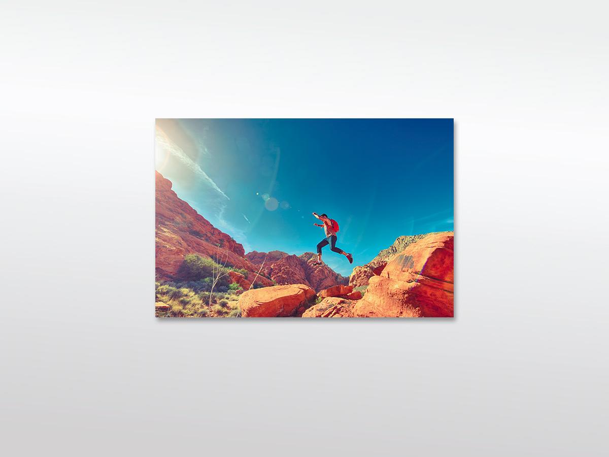 XXL Leinwandbild Mann auf Bergklippe in verschiedenen Größen